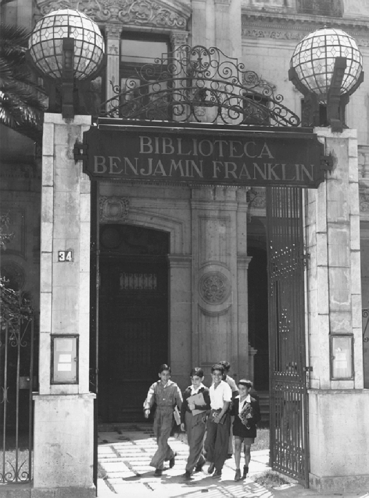 FIGURE 7. Photo of the original Bibiloteca Benjam�n Franklin at Reforma 34, Mexico City (1942-1952). Photo courtesy of the Biblioteca Benjam�n Franklin (now at Liverpool 31).